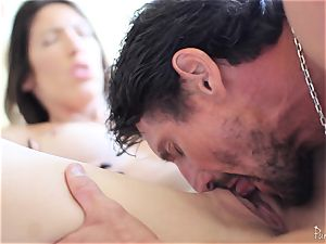 Dava Foxx enjoys to ride a giant man meat deep in her labia