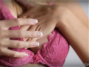 Natasha Starr gets to know her puss inwards and out