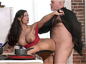 Phoenix Marie is a requesting master to her gimp