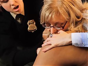 SEXYMOMMA-Ebony jail guard strap on dildo boinked in the culo