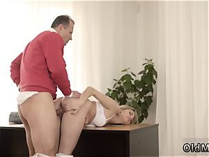 screaming stunner plowed rigid Stranger in a enormous palace knows how to super-steamy you up