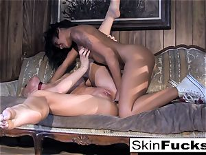 Skin's lezzie Dr. Who assfuck with Leya