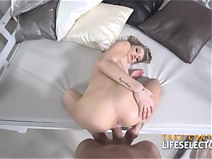 sweetheart contestant Tiffany gets romped pov style