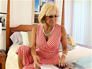 SEXYMOMMA blond tribbing with accomplished stepmom