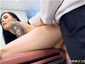 Marley Brinx gets her puss deeply inspected at the doctors