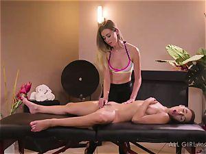 Abella Danger and Haley Reed scissor bang-out makes them ejaculation