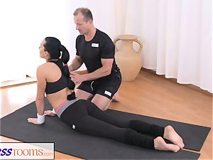 FitnessRooms Gym Bunny drills private sport trainer
