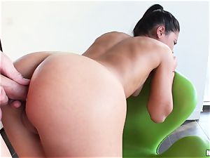 Apolonia Lapiedra lets her man inject her jiggly backside
