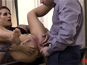 Tana Leas brown-eye takes James deens spear for a ride