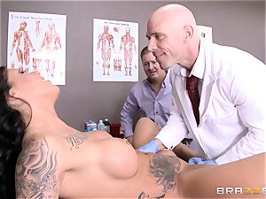 Austin Lynn pummels the physician in front of her guy