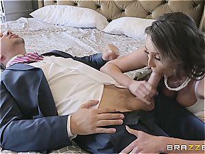 cording dude plumbs his friend's horny wifey
