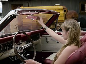 Scarlett Sage powerful solo wanking session in car