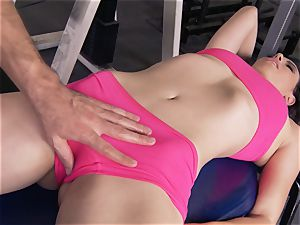 Gym babe Casey Calvert liking her exercise