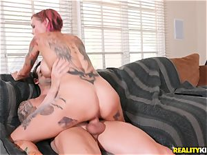 Anna Bell Peaks comes in your living apartment for jizz