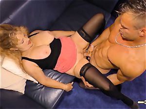 HAUSFRAU FICKEN - chesty German mature gets spunk on knockers