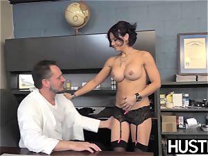 provocative cougar Ryder Skye deep throats before spunky plumb