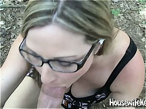 ultra-cute bespectacled housewife gets a pecker facial