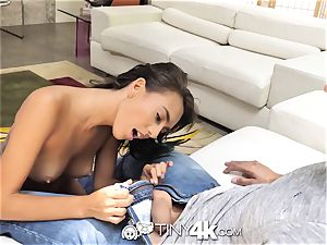 Tiny4k audition smash with mouthhole for Janice Griffith