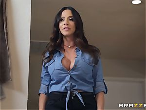 Ariella Ferrera super-hot threesome
