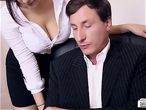 asses BUERO - mischievous office romp finishes with cum on baps