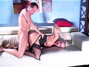 Britney gets a deep manmeat and stream on her donk